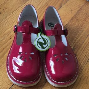 Fuchsia patent leather girls Mary Janes